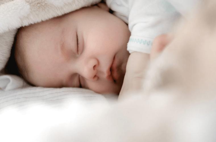Bahar ve Yaz Aylarında Bebekler İçin Nasıl Pijama Takımı Seçilmelidir?