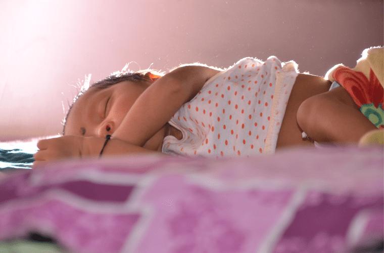 Bahar ve Yaz Aylarında Bebekler İçin Nasıl Uyku Tulumu Seçilmelidir?